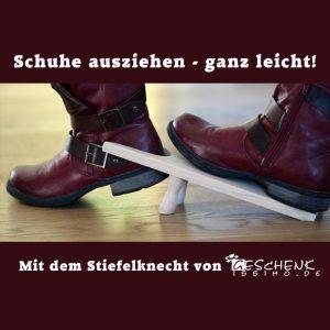 Schuhe ausziehen mit dem Stiefelknecht