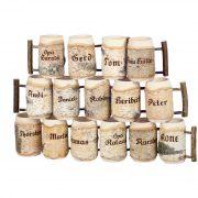 Bierkrüge aus Holz mit Gravur